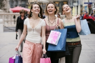 girls-20shopping.aspx